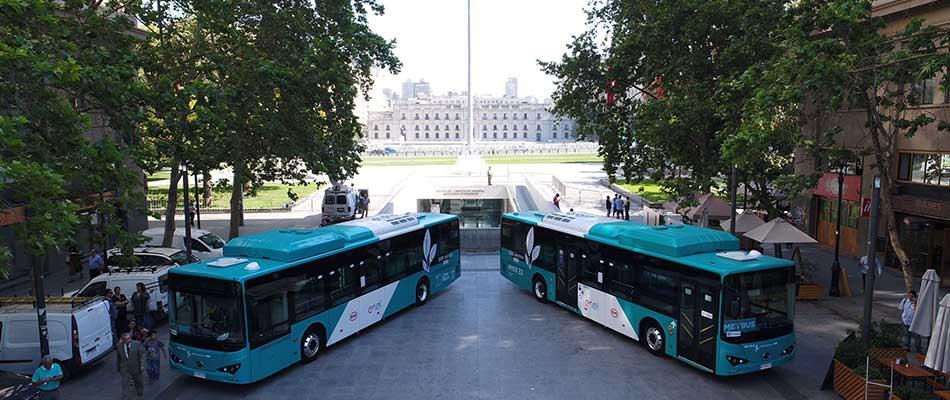 Ônibus 100% elétricos BYD operam no sistema de transporte público do Chile.