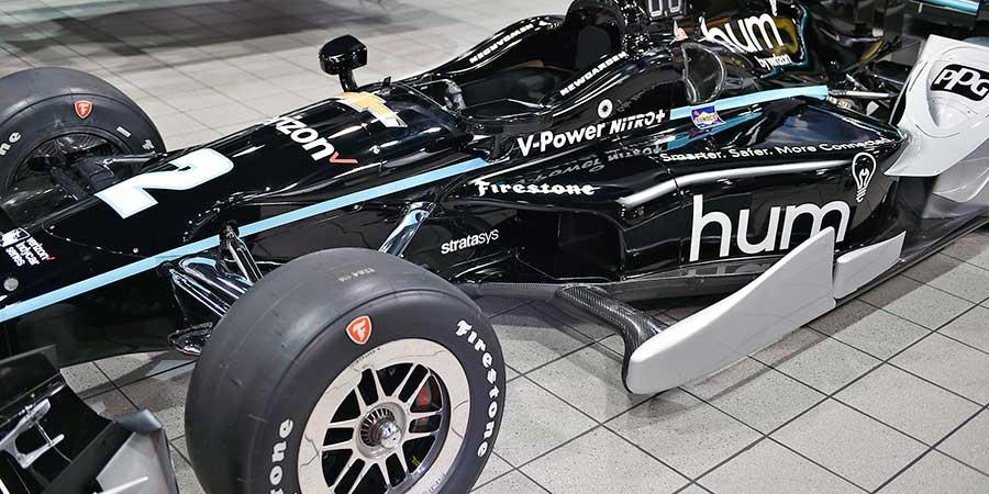 Tanto para a IndyCar quanto para a NASCAR, a Team Penske usa Nylon 12CF FDM da Stratasys para peças fortes e leves