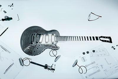 A primeira guitarra do mundo inquebrável feita toda em metal