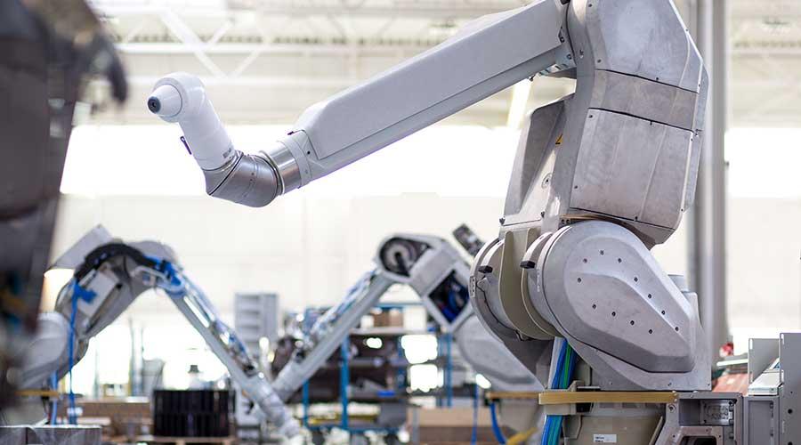O robô de seis eixos EcoRP L033i da Dürr em fabricação